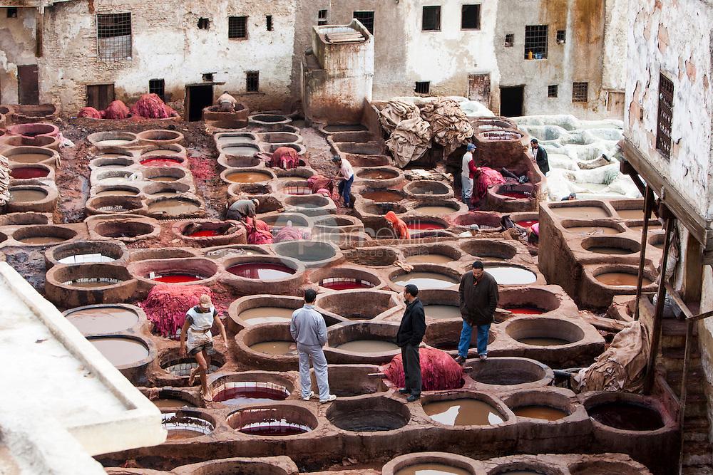 Fábrica de cueros en la Medina de Fez, Marruecos ©Country Sessions / PILAR REVILLA