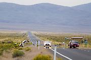 Alexey Kiristaev is gevallen met de Tetiva 4 tijdens de eerste avondrun. In Battle Mountain (Nevada) wordt ieder jaar de World Human Powered Speed Challenge gehouden. Tijdens deze wedstrijd wordt geprobeerd zo hard mogelijk te fietsen op pure menskracht. Het huidige record staat sinds 2015 op naam van de Canadees Todd Reichert die 139,45 km/h reed. De deelnemers bestaan zowel uit teams van universiteiten als uit hobbyisten. Met de gestroomlijnde fietsen willen ze laten zien wat mogelijk is met menskracht. De speciale ligfietsen kunnen gezien worden als de Formule 1 van het fietsen. De kennis die wordt opgedaan wordt ook gebruikt om duurzaam vervoer verder te ontwikkelen.<br /> <br /> In Battle Mountain (Nevada) each year the World Human Powered Speed Challenge is held. During this race they try to ride on pure manpower as hard as possible. Since 2015 the Canadian Todd Reichert is record holder with a speed of 136,45 km/h. The participants consist of both teams from universities and from hobbyists. With the sleek bikes they want to show what is possible with human power. The special recumbent bicycles can be seen as the Formula 1 of the bicycle. The knowledge gained is also used to develop sustainable transport.