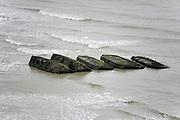 Frankrijk, Arromanches, 11-5-2013Serie over de invasie door de geallieerden op de stranden van Normandie, 6 juni 1944. De resten van de kunstmatige, mulberry harbour, haven.  Bevrijding, herdenking, 2e, tweede wereldoorlog, oorlog, atlantik wall, dday, d-day, d dayFoto: Flip Franssen/Hollandse Hoogte