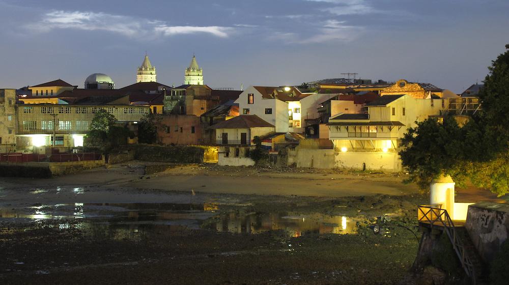 Nacimiento | Casco Viejo, Ciudad de Panamá.<br /> <br /> Edición de 5 | Víctor Santamaría.