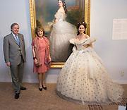 """Opening tentoonstelling 'Sisi, sprookje & werkelijkheid' te Paleis Het Loo. De tentoonstelling belicht het levensverhaal van Keizerin Elisabeth. Aan de hand van filmfragmenten, foto's, schilderijen en persoonlijke bezittingen worden haar jeugd, haar leven aan het Weense hof, haar kroning tot Koningin van Hongarije en de mythevorming rond haar persoon geïllustreerd.<br /> <br /> Opening exhibition """"Sisi, fairy tale and reality 'to Palace Het Loo. The exhibition highlights the life of Empress Elisabeth. On the basis of film clips, photographs, paintings and personal belongings are her childhood, her life at the Viennese court, her coronation as Queen of Hungary and the myths around her person illustrated.<br /> <br /> Op de foto/ On the Photo:  Pia Douwes als  Keizerin Elisabeth ,  algemeen bekend onder haar bijnaam Sisi en  Prinses Margriet der Nederlanden en  Aartshertog Michael von Habsburg-Lothringen, de achterkleinzoon van Keizerin Elisabeth.<br /> <br /> <br /> Pia Douwes as Empress Elisabeth, commonly known by its nickname Sisi and Princess Margriet of the Netherlands and Archduke Michael von Habsburg-Lothringen, the grandson of Empress Elisabeth."""