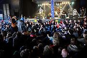 Het Ticket for Tibet festival op de NDSM-werf in Amsterdam was zondag 9500 mensen aanwezig.<br /> De organisatie wil met het festival protesteren tegen wat zij noemt de bezetting van Tibet door China. <br /> <br /> Op de foto: