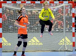 18-12-2015 DEN: World Championships Handball 2015 Poland  - Netherlands, Herning<br /> Halve finale - Nederland staat in de finale door Polen met 30-25 te verslaan / Tess Wester #33