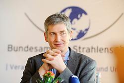 Pressekonferenz von Niedersachens Umweltminister Stefan Birkner (FDP) anlässlich seines Besuchs im Zwischenlager Gorleben. Im Bild: Präsident des Amts für Strahlenschutz (BfS) Wolfram König (Grüne) <br /> <br /> Ort: Gorleben<br /> Copyright: Annett Melzer<br /> Quelle: PubliXviewinG
