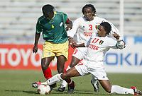 FOOTBALL - AFRICAN NATIONS CUP 2004 - 1/4 FINAL - 040207 - MALI v GUINEA - MAHAMADOU DIARRA (MALI) / MORLAYE SOUMAH (GUI) - PHOTO JEAN MARIE HERVIO / FLASH PRESS<br />  *** Local Caption *** 40001039