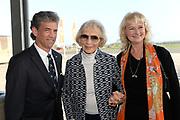 100ste geboortedag van verzetsstrijder, oorlogspiloot, radiomedewerker en schrijver Erik Hazelhoff Roelfzema, beter bekend onder zijn bijnaam Soldaat van Oranje.<br /> <br /> Op de foto:  Karin Hazelhoff Roelfzema (M) met dochter Karna Hazelhoff en haar man