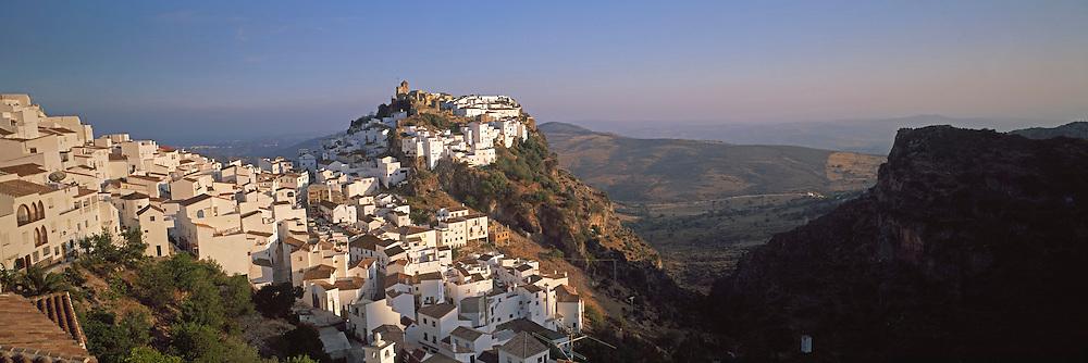 SPAIN, ANDALUSIA CASARES; a picturesque mountain village or 'pueblo blanco' near Estepona on the Costa del Sol; perched above precipice