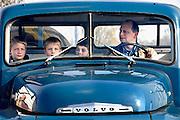 Nederland, Elst, 9-4-2007..Oldtimers verzamelen zich voor een toer door de omgeving. Hier een oude Volvo vrachtwagen...Foto: Flip Franssen/Hollandse Hoogte