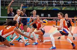 20-08-2016 BRA: Olympic Games day 15, Rio de Janeiro<br /> Het brons zou zijn begroet als was het goud. Maar zo ver kwam het niet voor de Nederlandse volleybalsters. In de strijd om de derde plaats van de Olympische Spelen was wereldkampioen Amerika gewoonweg te sterk (23-25, 27-25, 22-25 en 19-25) / Foluke Akinradewo slaat USA op matchpoint. Debby Stam-Pilon #16, Robin de Kruijf #5, Lonneke Sloetjes #10 zien dat Celeste Plak #4 de bal niet kan pakken