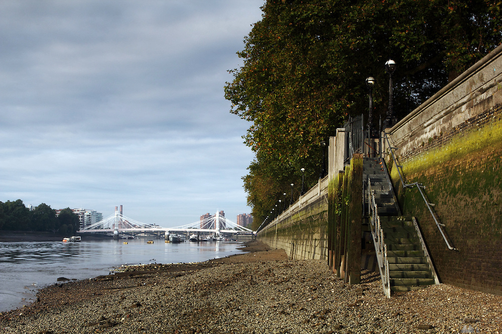 Steps down from the Chelsea Embankment to the beach along the north bank of the River Thames, overlooking Albert Bridge in the distance