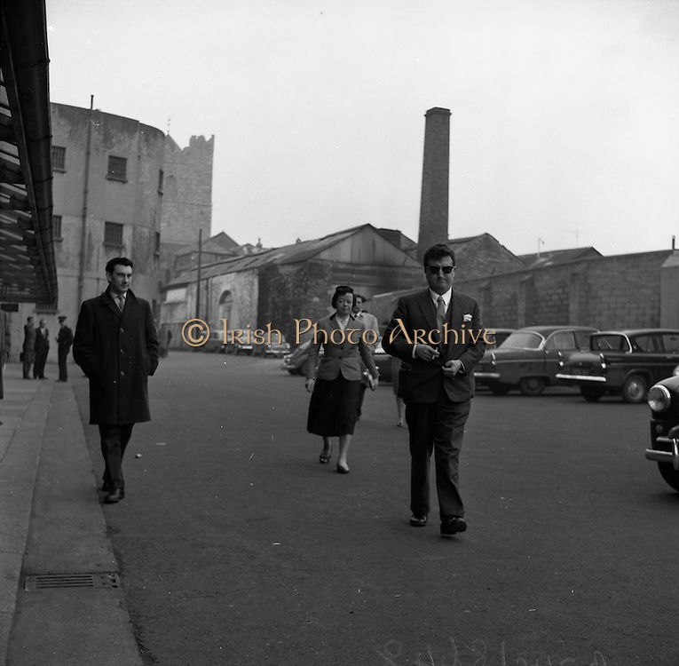 17/02/1961 <br /> 02/17/1961<br /> 17 February 1961<br /> Brenden Behan (sunglasses) and Producer Joan Littlewood (centre) at the District Court, Dublin, having been charged with drunk and disorderly conduct.