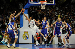 15.04.2015, Palacio de los Deportes stadium, Madrid, ESP, Euroleague Basketball, Real Madrid vs Anadolu Efes Istanbul, Playoffs, im Bild Real Madrid´s Felipe Reyes and Anadolu Efes´s Stratos Perperoglou and Milko Bjelica // during the Turkish Airlines Euroleague Basketball 1st final match between Real Madrid vand Anadolu Efes Istanbul t the Palacio de los Deportes stadium in Madrid, Spain on 2015/04/15. EXPA Pictures © 2015, PhotoCredit: EXPA/ Alterphotos/ Luis Fernandez<br /> <br /> *****ATTENTION - OUT of ESP, SUI*****