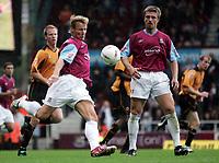 Fotball<br /> 2004/2005<br /> Foto: SBI/Digitalsport<br /> NORWAY ONLY<br /> <br /> West Ham v Wolverhampton Wanderers<br /> Coca-Cola Championship.  Upton Park.<br /> 02/10/2004<br /> <br /> West Ham's Teddy Sheringham kicks the ball.