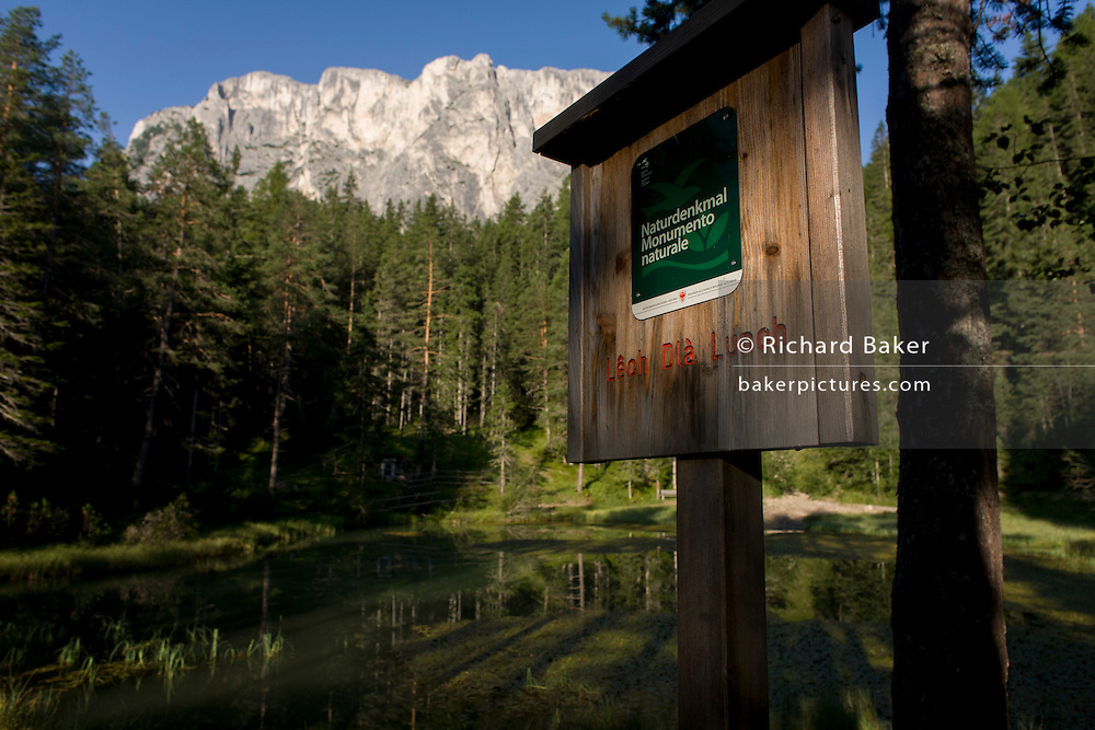 Signpost of rural lake 'Lêch della Lunch' in the Badia Dolomites, south Tyrol. Italy.