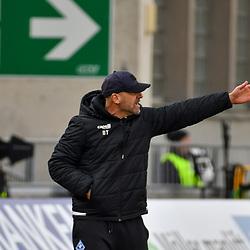 Waldhofs Trainer Bernhard Trares  beim Spiel in der 3. Liga, FC Wuerzburger Kickers - SV Waldhof Mannheim.<br /> <br /> Foto © PIX-Sportfotos *** Foto ist honorarpflichtig! *** Auf Anfrage in hoeherer Qualitaet/Aufloesung. Belegexemplar erbeten. Veroeffentlichung ausschliesslich fuer journalistisch-publizistische Zwecke. For editorial use only. DFL regulations prohibit any use of photographs as image sequences and/or quasi-video.