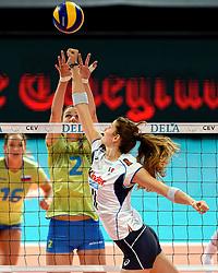 27-09-2015 NED: Volleyball European Championship Slovenie - Italie, Apeldoorn<br /> Italie wint met 3-0 van Slovenie / Sara Hutinski #2,  Cristina Chirichhella<br /> Photo by Ronald Hoogendoorn / Sportida