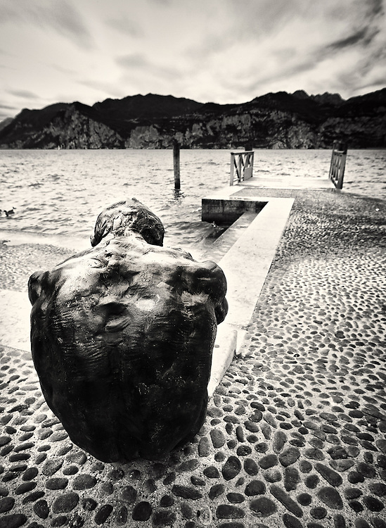 Italy - Malcesine - Statue by the lake BW