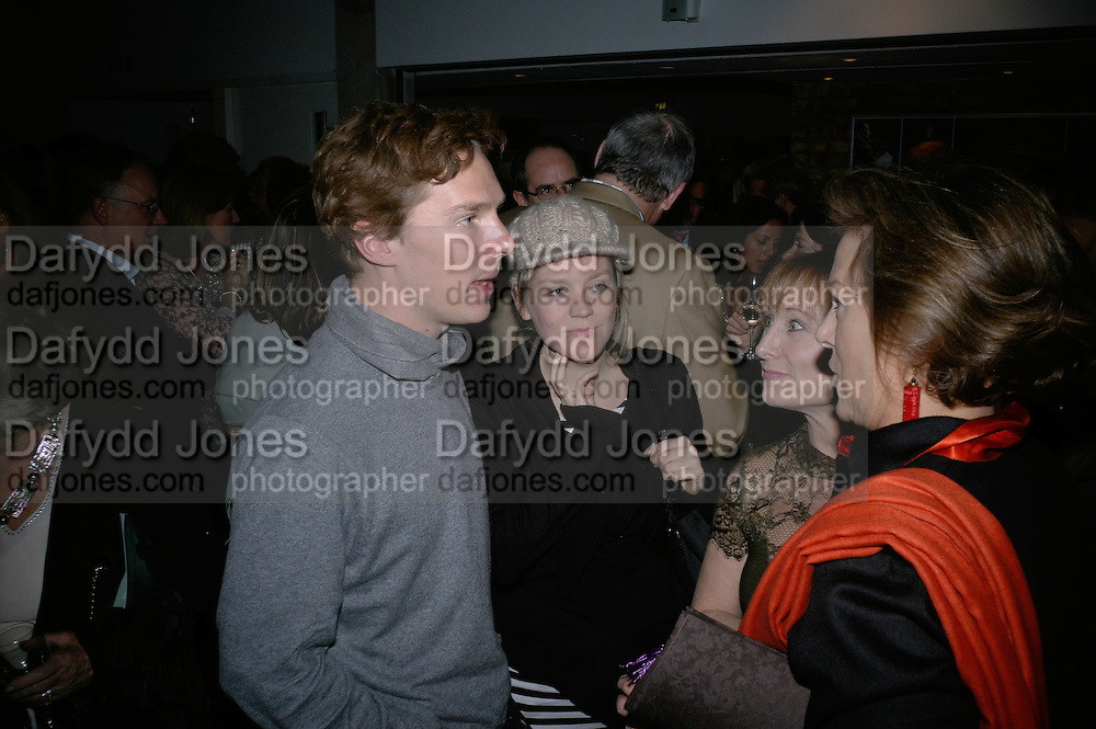 OLIVIA WILLIAMS AND BENEDICT CUMBERBATCH, Tom Cairns directs Almeida Fundraising Benefit sponsored by Coutts and Co. -A Chain Play by Samuel Adamson, Moira Buffini, David Hare, Charlotte Jones, Frank McGuinness and Roy Williams. Almeida theatre. London. 23 March 2007.  -DO NOT ARCHIVE-© Copyright Photograph by Dafydd Jones. 248 Clapham Rd. London SW9 0PZ. Tel 0207 820 0771. www.dafjones.com.