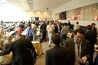 15 JUN 2004, BERLIN/GERMANY:<br /> Uebersicht, Fraktionssitzungssaal, vor Beginn der SPD Fraktionssitzung, Deutscher Bundestag<br /> IMAGE: 20040615-01-019<br /> KEYWORDS: Fraktion, Sitzung, Saal, Übersicht