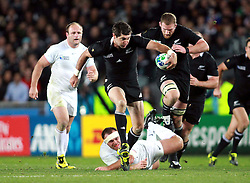 © Andrew Fosker / Seconds Left Images 2011 -  New Zealand's Stephen Donald skips the tackles to take the NZ forward -  France v New Zealand - Rugby World Cup 2011 - Final - Eden Park - Auckland - New Zealand - 23/10/2011 -  All rights reserved..