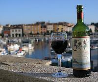 "Rødvin i Rovinj, ""den siste fiskerbyen ved Adriaterhavet"", Red wine in Rovinj ""the last fisher village by the Adriatic coast"","