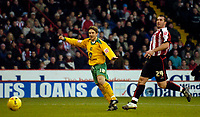 Photo: Jed Wee.<br />Sheffield United v Norwich City. Coca Cola Championship.<br />26/12/2005.<br />Norwich's Paul McVeigh (L) scores their first half equaliser.