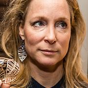 NLD/Waalre/20170130 - Lancering nieuwe juwelenlijn Leaves Dewdrops van Prinses Margarita , Prinses Margarita met haar nieuwe Leaves armband