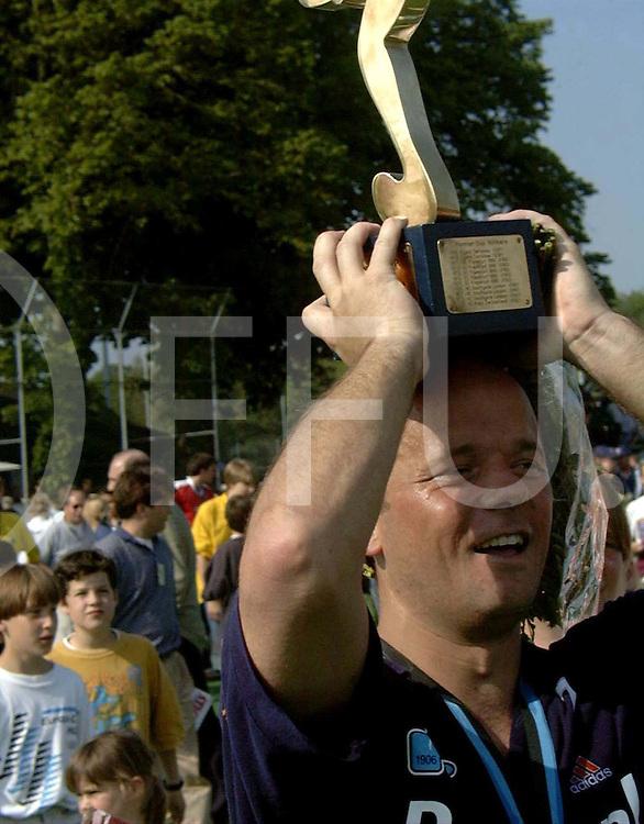051997 wassenaar nederland europacup hochey finale<br />hgc -harvestehuder tennis und hockey-club ev<br />marc delissen vierde zijn afscheid met het behalen van de europacup 1 beker<br />foto frank uijlenbroek©1997