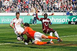 09.04.2011, AWD Arena, Hannover, GER, 1.FBL, Hannover 96 vs 1.FSV Mainz 05, im Bild Torwart Heinz Mueller (Mainz #33) kann den Schuss von Lars Stindl (Hannover #28) (nicht im Bild) halten .EXPA Pictures © 2011, PhotoCredit: EXPA/ nph/  Schrader       ****** out of GER / SWE / CRO  / BEL ******