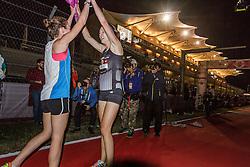 Beer Mile World Championships, Inaugural, Women's Elite race, Elizabeth Herndon wins, sets new world record, congratulates 3rd place Dewalt