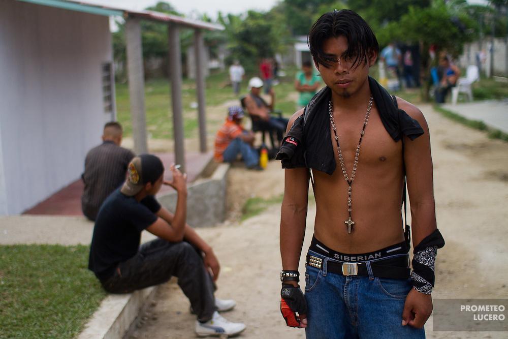 """A central american migrants poses for a portrait in the migrant shelter """"La 72"""". (Photo: Prometeo Lucero)"""