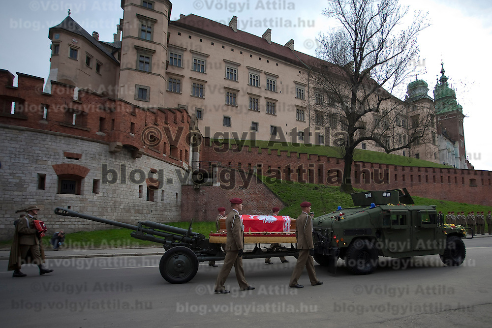 Funeral of late Polish president Lech Kaczynski and his wife Maria Kaczynska in Krakow, Poland. Sunday, 18. April 2010. ATTILA VOLGYI The presidental coupple died in the tragic airplane accident at Smolensk in Russia.