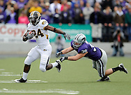 MANHATTAN, KS - NOVEMBER 14:  Running back Derrick Washington #24 of the Missouri Tigers brakes away from linebacker John Houlik #39 of the Kansas State Wildcats during the first quarter on November 14, 2009 at Bill Snyder Family Stadium in Manhattan, Kansas.  (Photo by Peter G. Aiken/Getty Images)