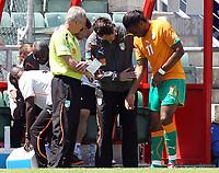 Fotball<br /> 04.06.2010<br /> Elfenbenskysten v Japan<br /> Foto: EQ Images/Digitalsport<br /> NORWAY ONLY<br /> <br /> Trainer Sven Göran Eriksson, Teamarzt und Didier Drogba (CIV)