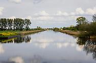 30-04-2020: Munnekeburen, Weststellingwerf - Jonkers- of Helomavaort vanuit Munnekeburen met in de verte Molen De Rietvink in Nijetrijne