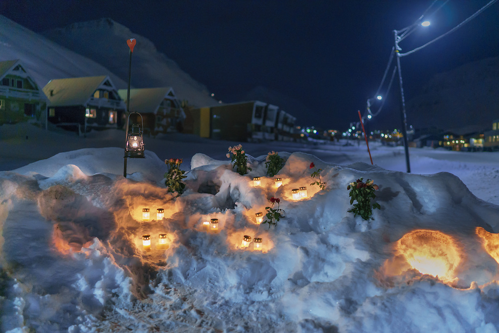 During this tragedy in Longyearbyen in December 2015 one person has been killed and nine others injured after an avalanche buried about 10 houses. I arrived to Svalbard next day after the tragedy and went to pay my respects to the victims.