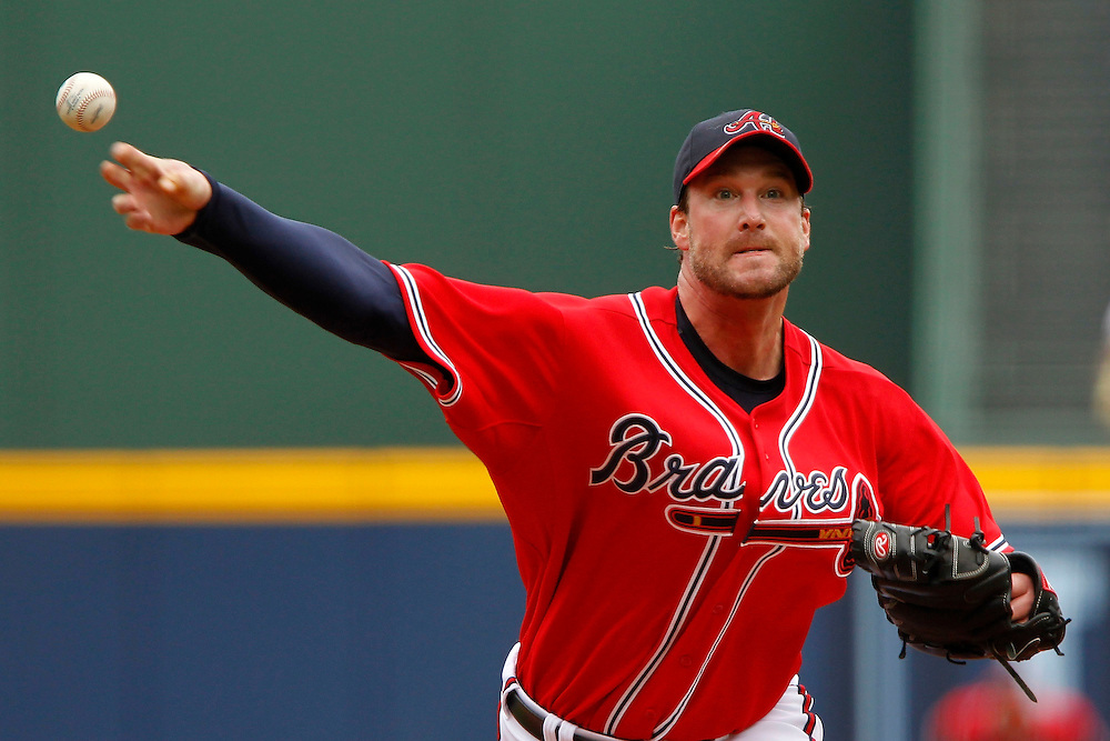 ATLANTA - AUGUST 29:  Pitcher Derek Lowe #32 of the Atlanta Braves throws a pitch during the game against the Florida Marlins at Turner Field on August 29, 2010 in Atlanta, Georgia.  (Photo by Mike Zarrilli/Getty Images)