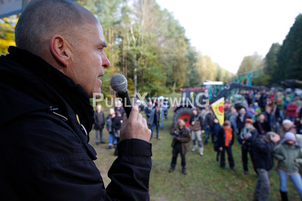 Die Anti-Atomkraft-Bewegung protestiert im Vorfeld des Castortransports nach Gorleben im November 2010 an über hundert Orten gegen die Atompolitik der schwarz-gelben Bundesregierung. Im Bild: Wolfgang Ehmke, Sprecher der Bürgerinitiative Lüchow-Dannenberg<br /> <br /> Ort: Leitstade<br /> Copyright: XXX<br /> Quelle: PubliXviewinG
