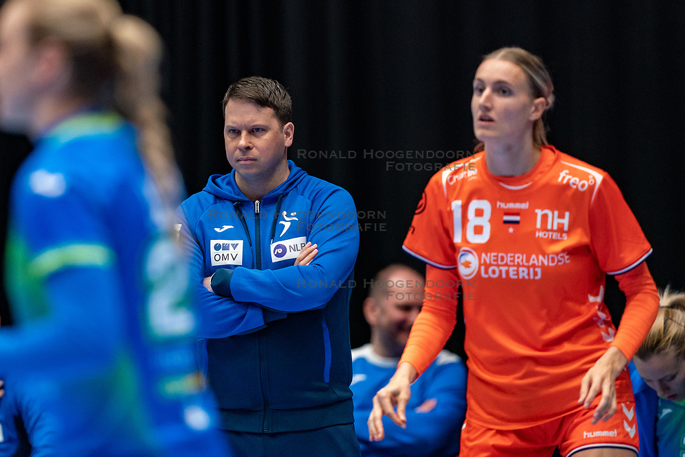 Coach Uros Bregar of Slovenia in action during the Women's friendly match between Netherlands and Slovenia at De Maaspoort on march 19, 2021 in Den Bosch, Netherlands (Photo by RHF Agency/Ronald Hoogendoorn)