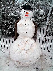 UNITED KINGDOM LONDON 2FEB09 - Snowmen in Queens Park during a cold winter spell, west London...jre/Photo by Jiri Rezac..© Jiri Rezac 2009