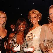 NLD/Amsterdam/20051128 - Uitreiking Beau Monde Awards 2005, winnaressen, Tooske Breugem, Sylvana Simons, Ellemiek Vermolen en Inge de Bruijn