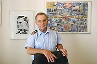 18 JUL 2007, BERLIN/GERMANY:<br /> General Wolfgang Schneiderhan, Generalinspekteur der Bundeswehr, in seinem Buero, Bundesministerium der Verteidigung<br /> IMAGE: 20070718-02-033
