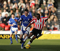 Photo: Lee Earle.<br /> Southampton v Ipswich Town. Coca Cola Championship. 21/01/2006. Ipswich's Gavin Williams (L) battles with Darren Kenton.