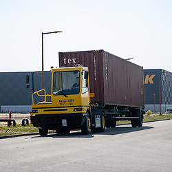 08-04-2020: Nieuws: Stockfotos: Nederland<br /> Containerterminal Almelo