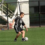 NLD/Amsterdam/20060623 - Robbie Williams voetballend bij de Arena Amsterdam