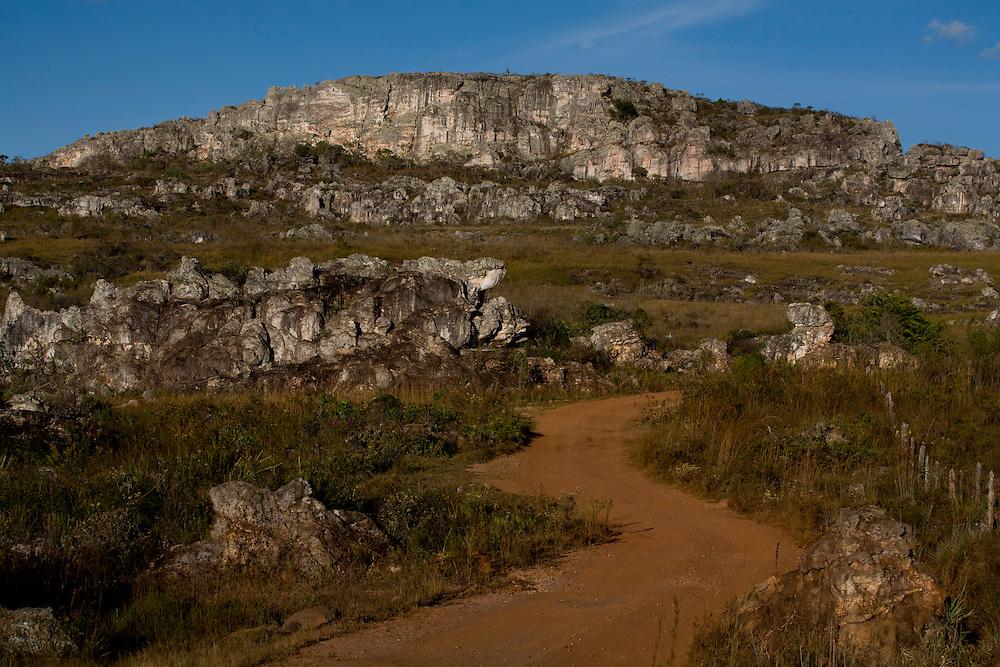 Diamantina_MG, Brasil...Estrada de terra em Diamantina, Minas Gerais...dirt road in Diamantina, Minas Gerais...Foto: LEO DRUMOND / NITRO