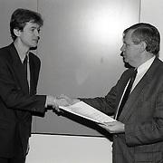 NLD/Huizen/19920204 - Aanbieden petitie actiecomitee tegen moskee Huizen