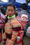 Vietnam, Bac Ha Market, Flower Hmong woman and child in traditional dress