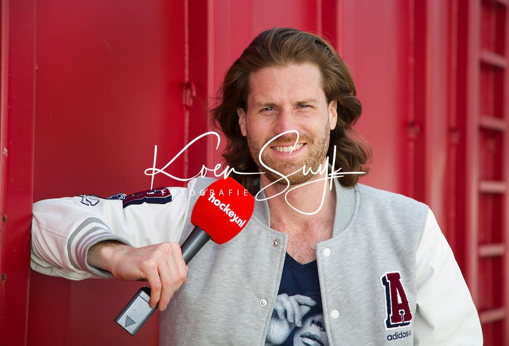 DEN HAAG - Wessel Hendriks, de razende reporter van Hockey.nl.  Rabobank World Cup Hockey 2014 . COPYRIGHT KOEN SUYK