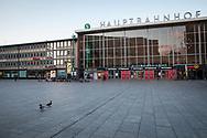 curfew from 9 pm during corona pandemic lockdown on May 5th. 2021. The deserted square infront of the main station, two ducks, Cologne, Germany.<br /> <br /> Ausgangssperre ab 21 Uhr waehrend des Corona Lockdowns am 5. Mai 2021. Der menschenleere Platz vor dem Hauptbahnhof, zwei Enten, Koeln, Deutschland.